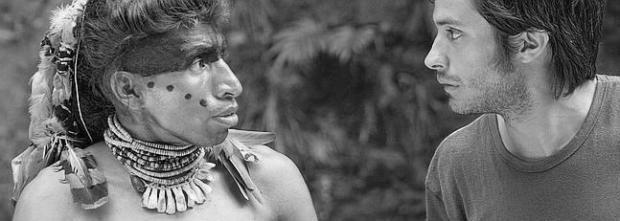Daniel dando vida al indio Hatuey junto a Sebastián.